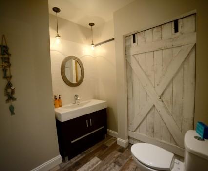Lake Room Bath