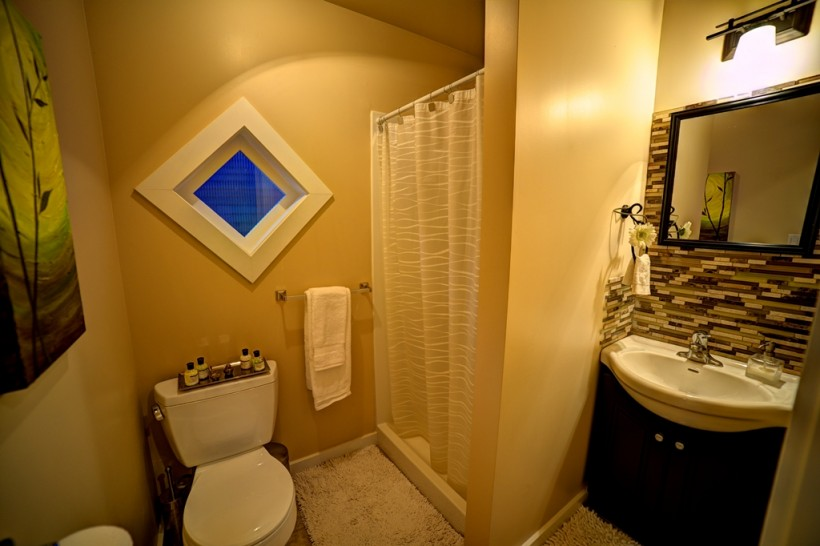 Shawnigan-Suite-Loft-WC-Web-820x546
